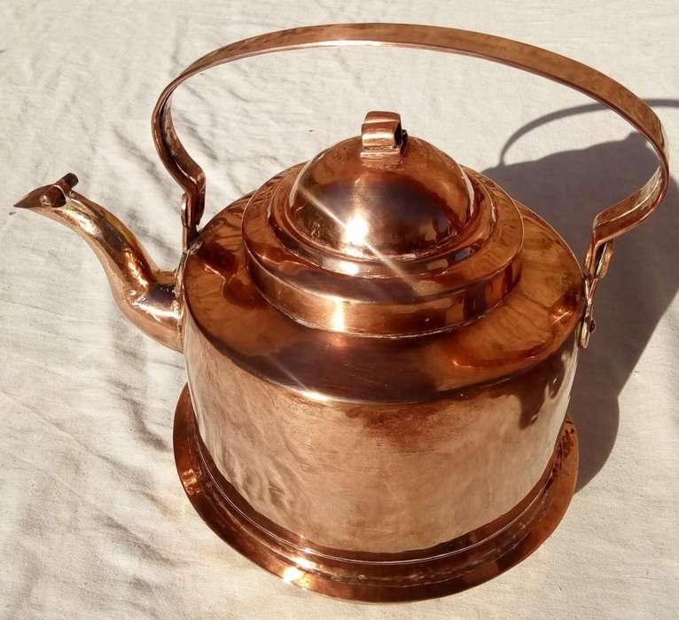 Antigua pava tetera silvadora de cobre para cocina a leña
