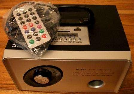 RADIO PORTATIL DE FM 2 PARLANTES -PILA RECARGABLE USB-SD Control Remoto