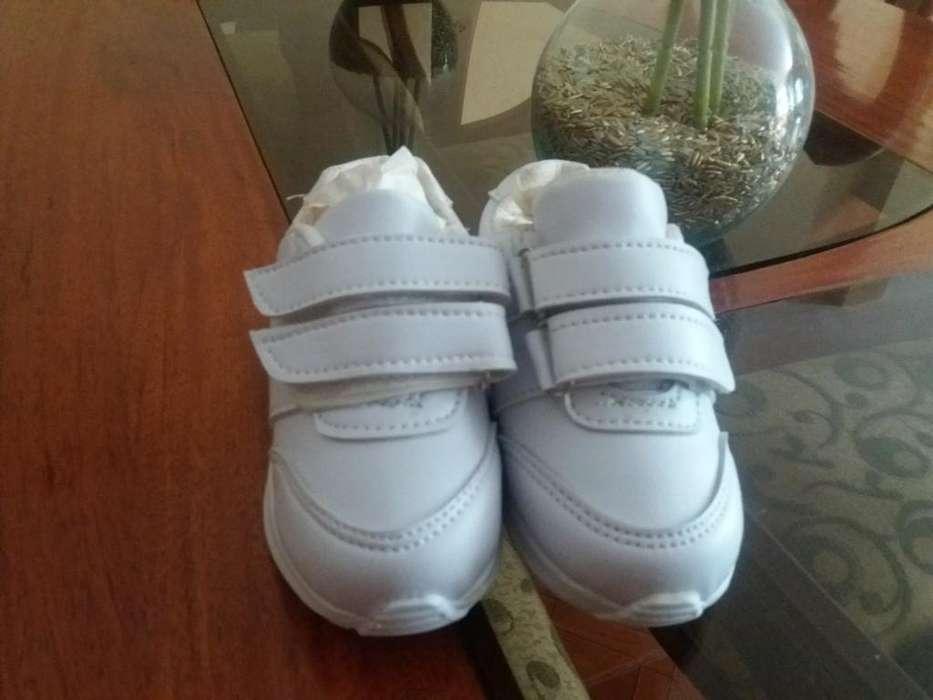 Zapatos con Adhesivo