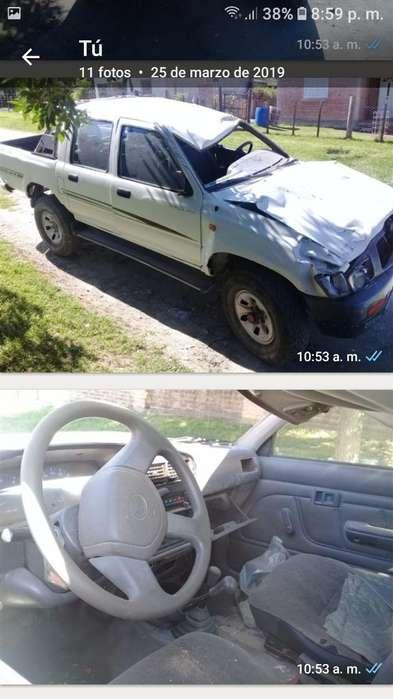 Toyota Hilux 2003 - 100000 km