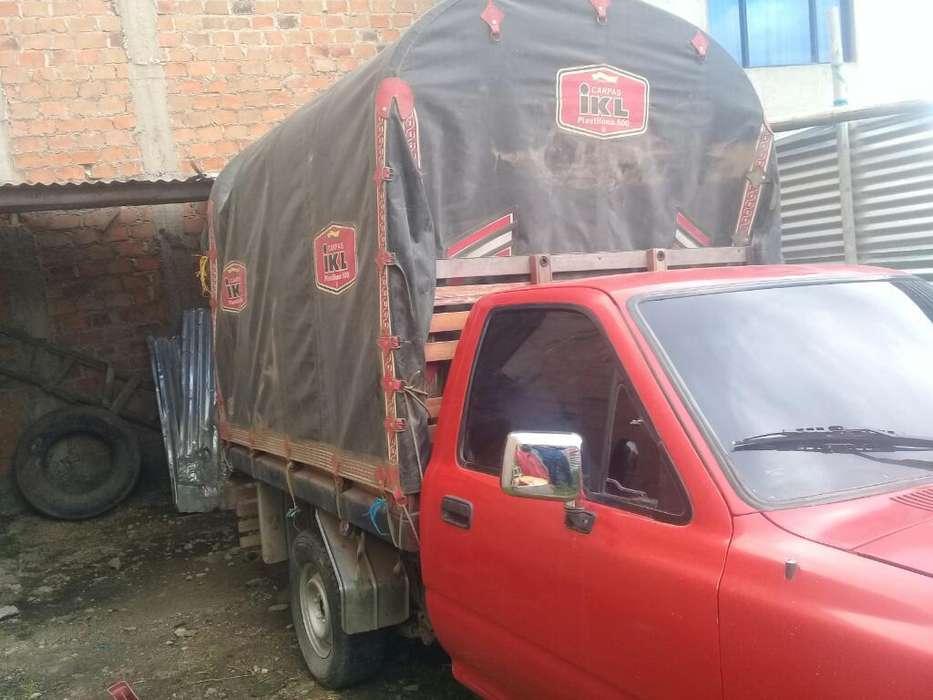 Toyota Hilux 2400 a Gasolina 4por 2