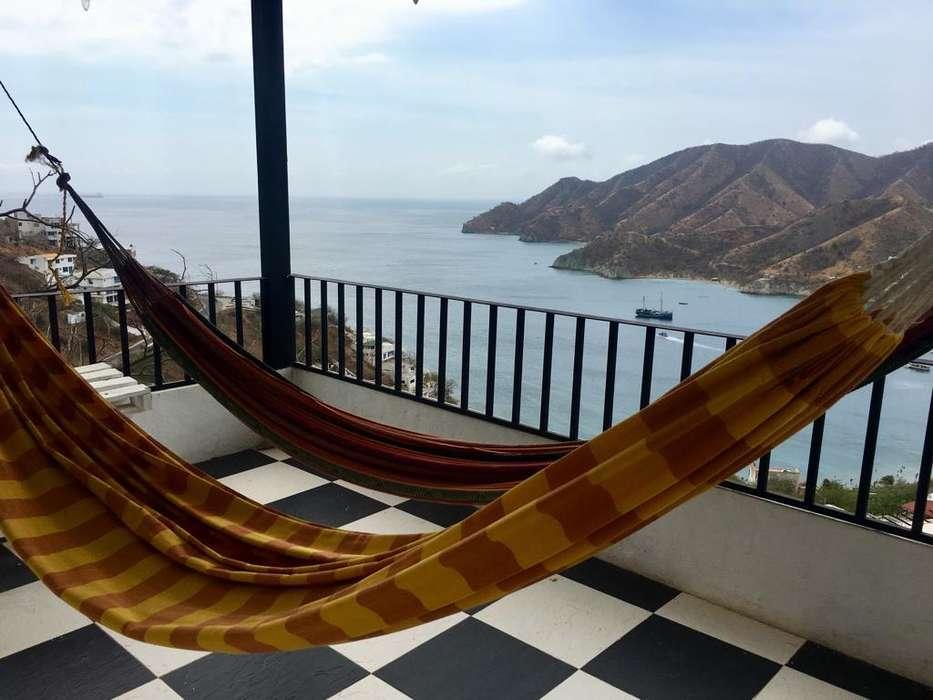 Hermosa casa con habitaciones privadas y vista al mar