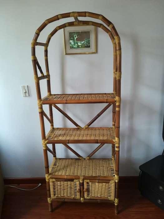 Mueble de Mimbre Y Repisa en Madera