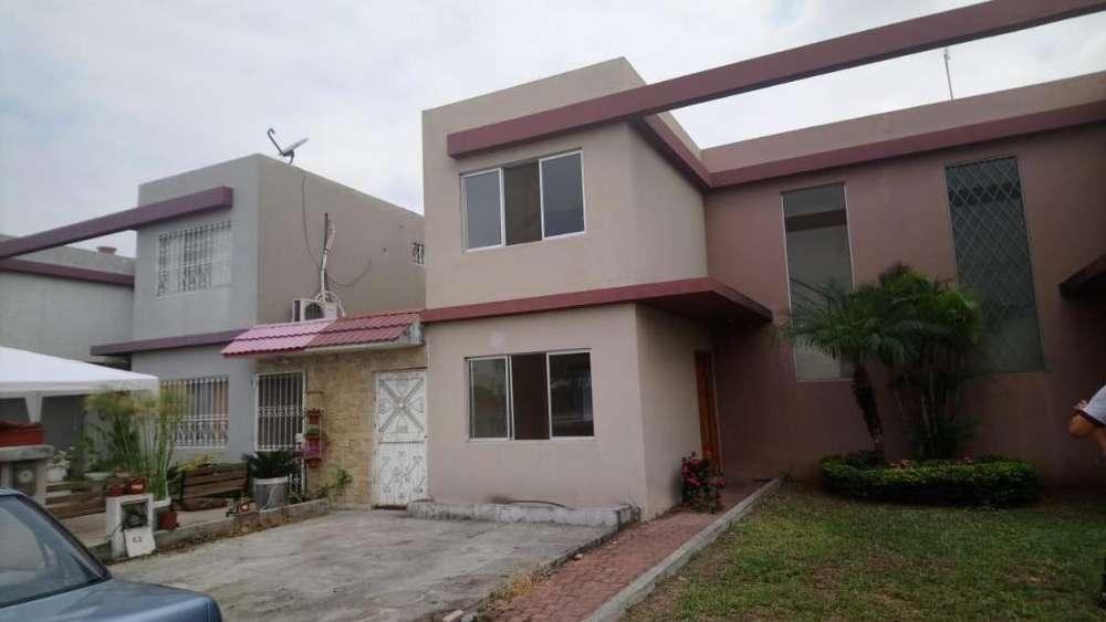 Venta de Casa en Urb. Brisas del Norte, cerca del C.C Riocentro El dorado, Via Samborondon