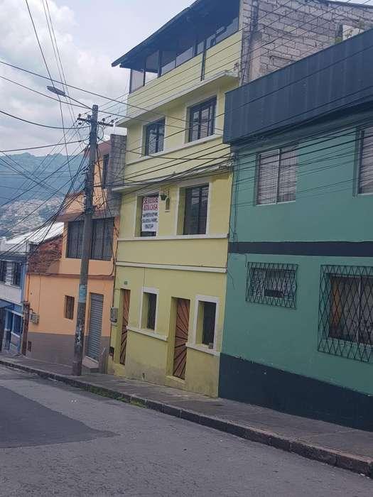 Casa con local en La Tola