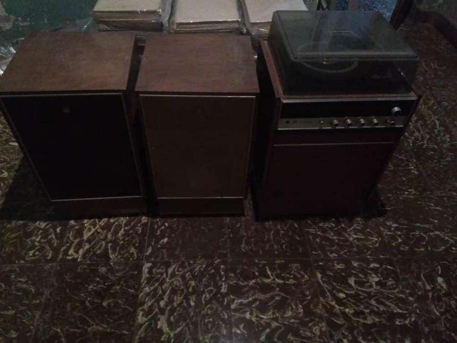 equipo de sonido reproductor de discos de acetato y radio