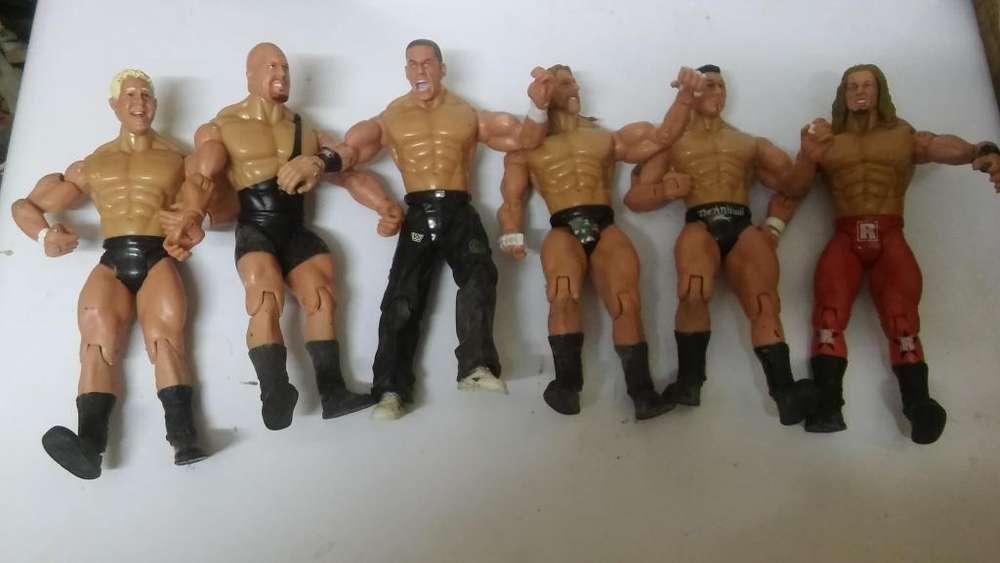 VENDO MI COLECCIÓN DE MUÑECOS DE LA WWE