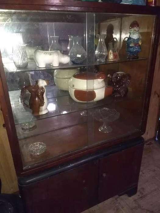 Imperdible Mueble Antiguo con Vitrina