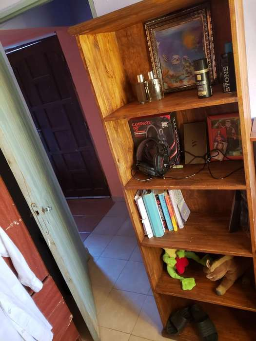 Mueble con Estantes