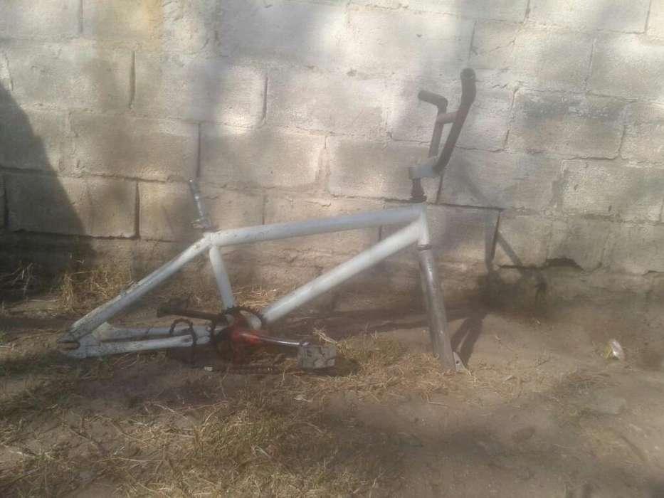 Vendo Cuadro de Bicicleta con 1 Maniubro
