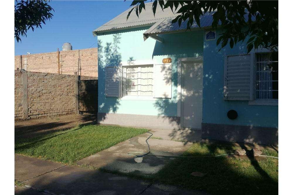 Re/Max vende casa en Gral. Roca, zona tranquila