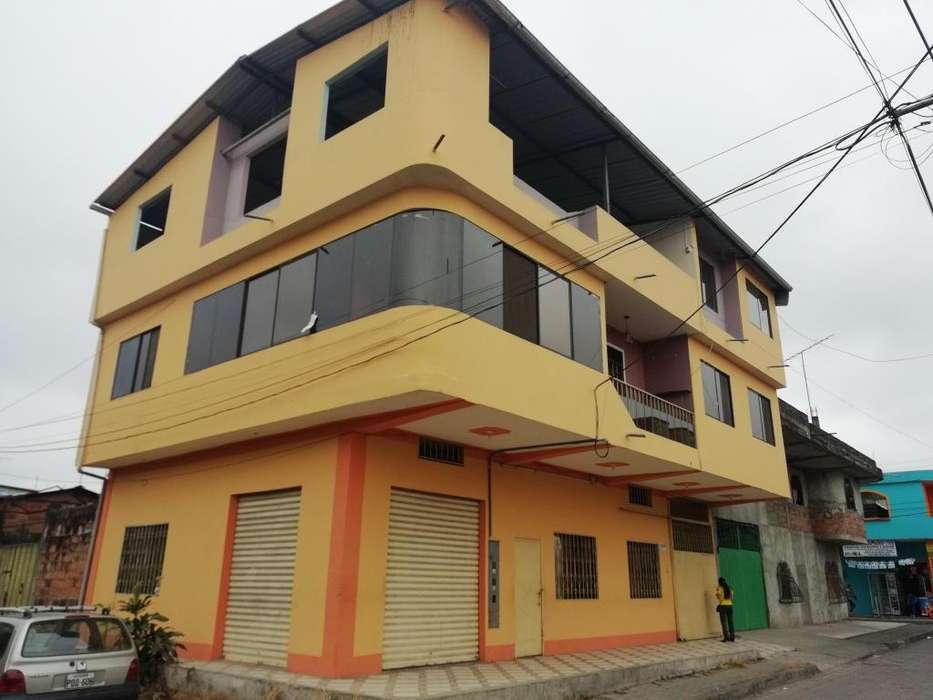 Casa en Venta con local comercial sector Flor del Bosque La Troncal