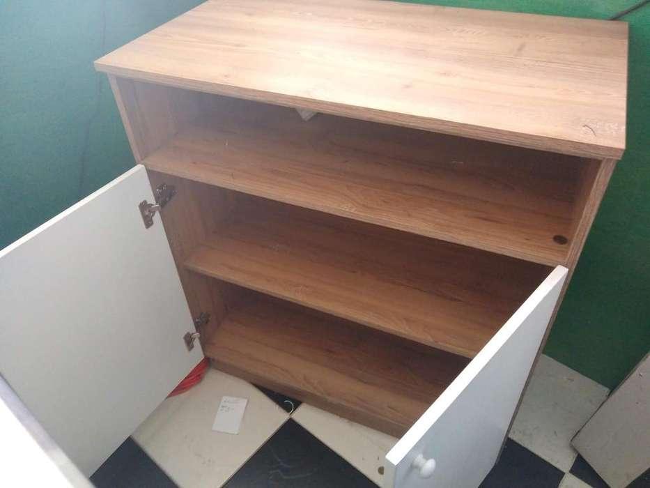 Mueble para oficina con compartimentos y puertas