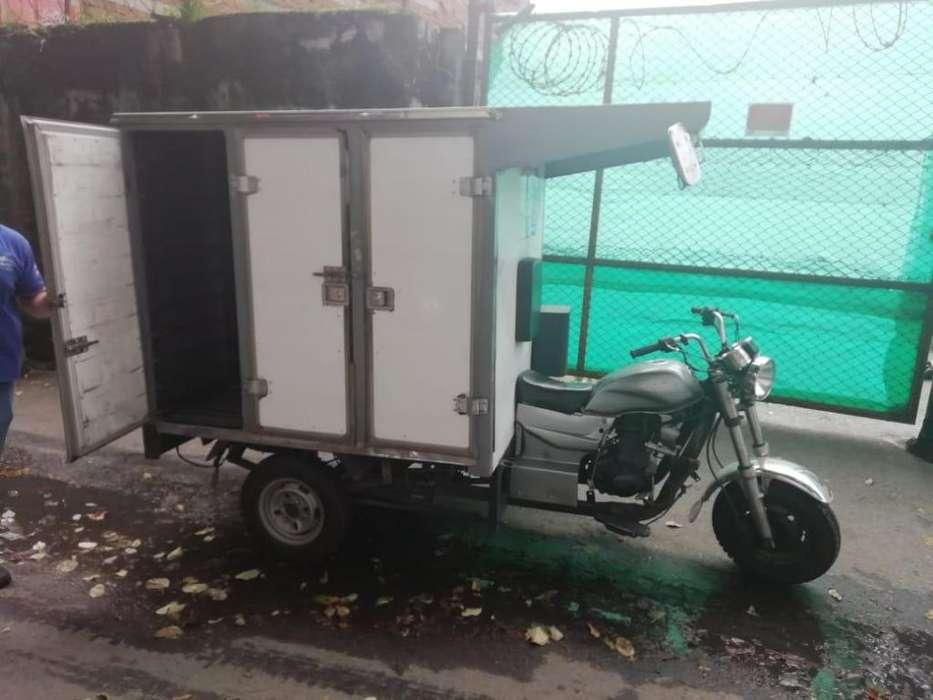 Se venden moto carro en furgón. Baratas