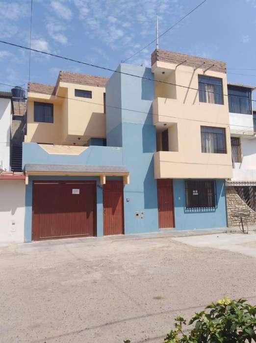Se Vende Casa de 3 pisos en Urb La Primavera Cel 978887187