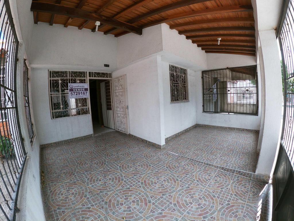 Se vende Casa en Prados del Este, Código: 3237