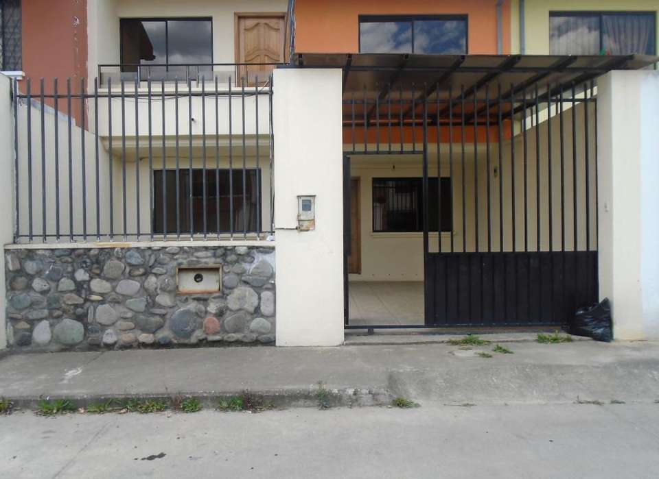 Se Vende Casa en Urbanización Privada. Sector Control Sur