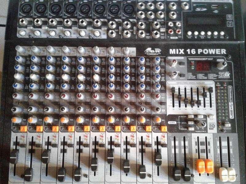 Consola potenciada GBR MIX16 500W con Bafles Peavey Sheffield 400W muy poco uso casero Sonido Ultra profesional