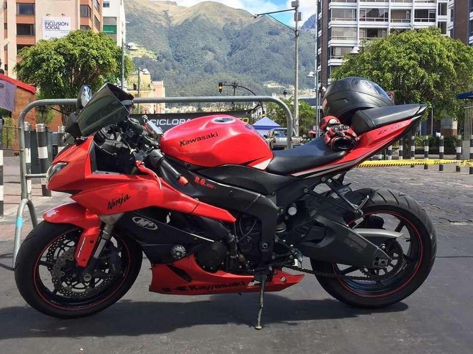Hermosa moto ninja kawasaki ZX6r SuperSport