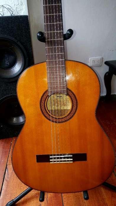 Guitarra Yamaha G225