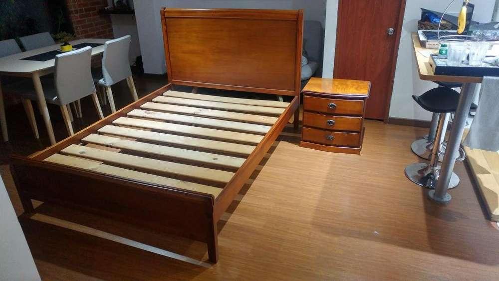 Cama Doble en Roble Rojo: 1,40 X 1,90 . Gratis 1 mesa de noche