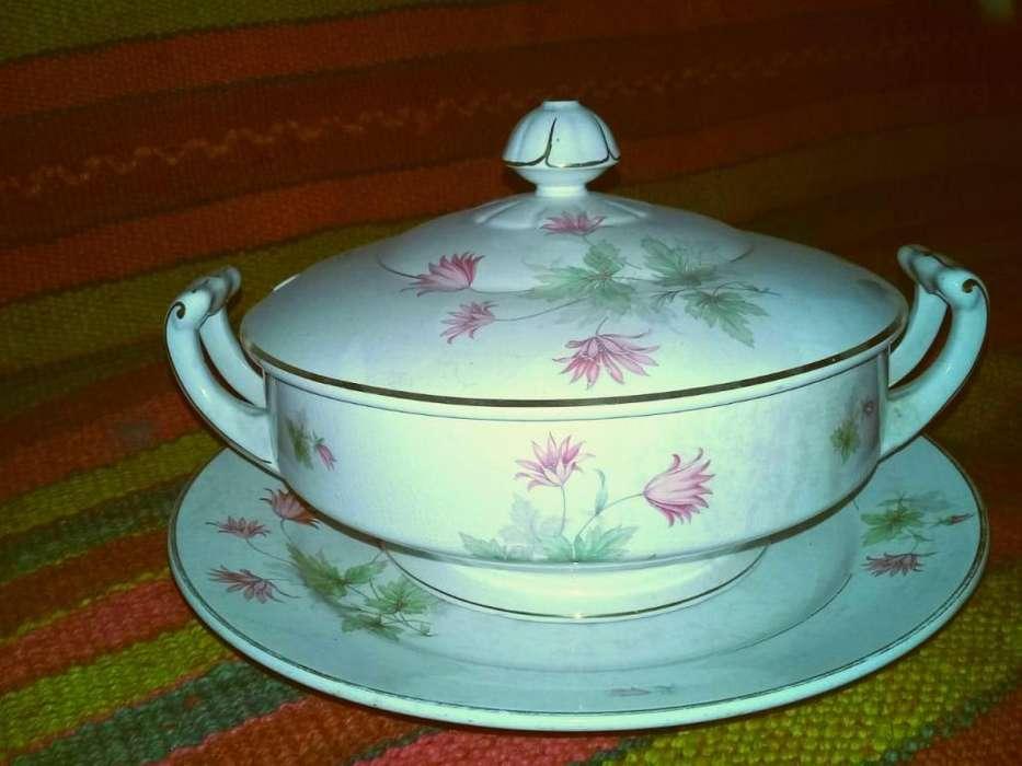 Sopera antigua con tapa y plato