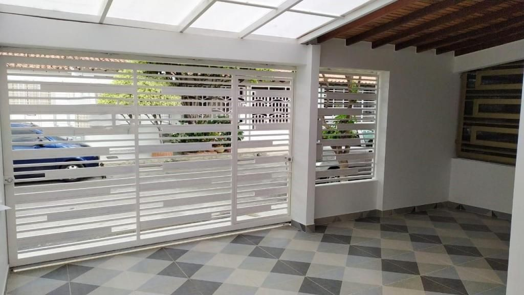 Vende casa, Prados del Este, Código: 3285