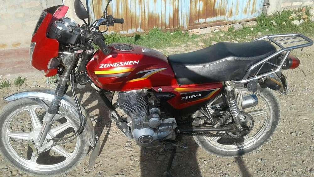 Vendo Una Moto Lineal Semi Nuevo