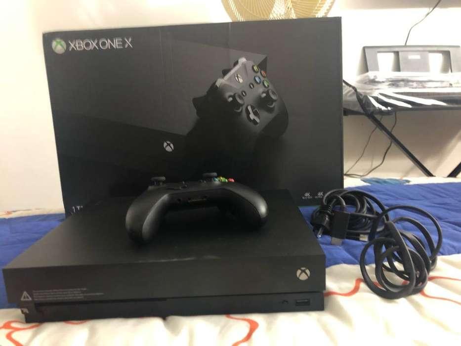 Xbox One X con Un Control y un juego fis