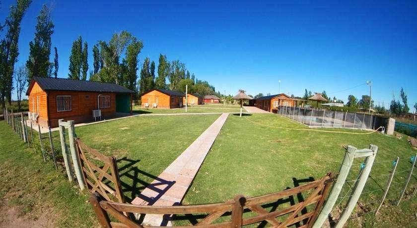 rs87 - Cabaña para 2 a 4 personas con pileta y cochera en San Rafael