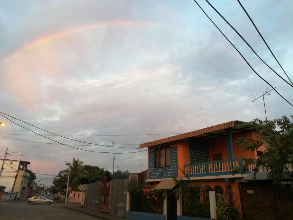 CASA 2 plantas a 2 cuadras gasolinera calle Guayaquil