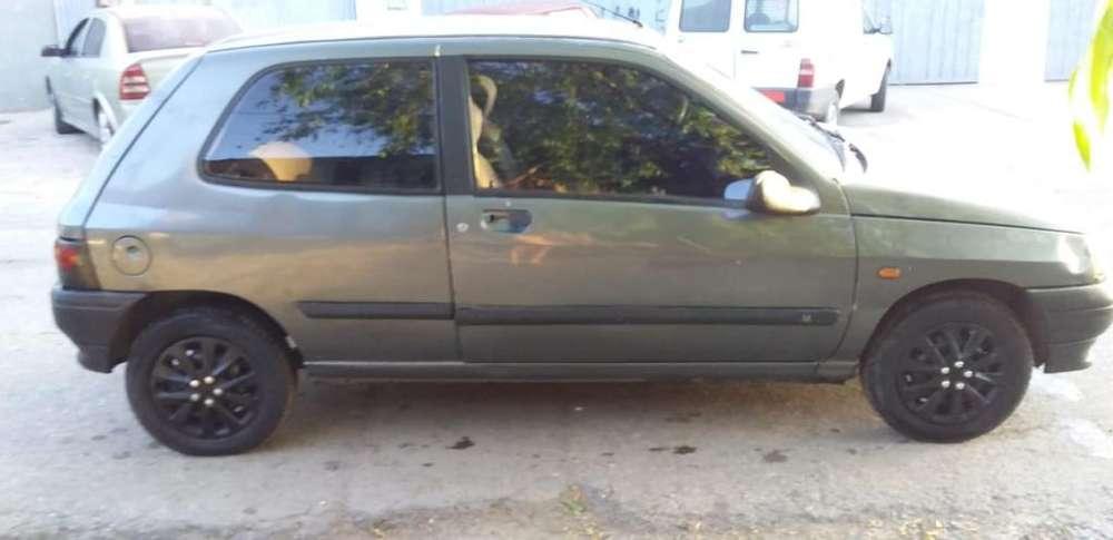 Renault Clio  1996 - 111111 km