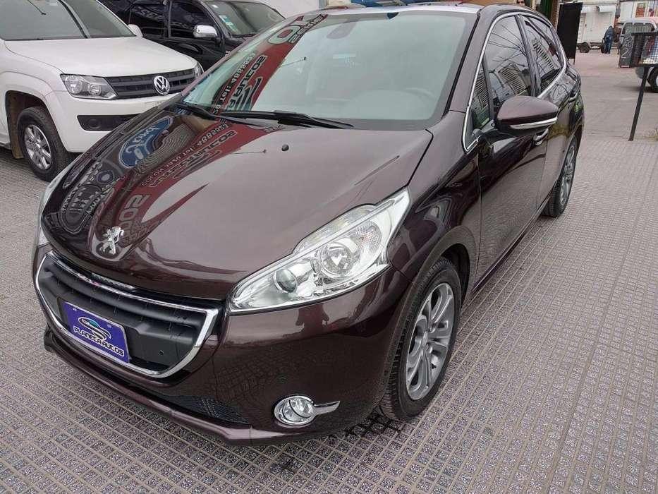 Peugeot 208 2014 - 68000 km