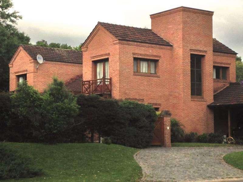 Casa en VENTA Barrio El Talar de Pacheco sobre lote central. Con Renta