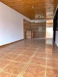 Casa con renta 2 pisos independientes, remodelada Topacio sector central cerca cra 5