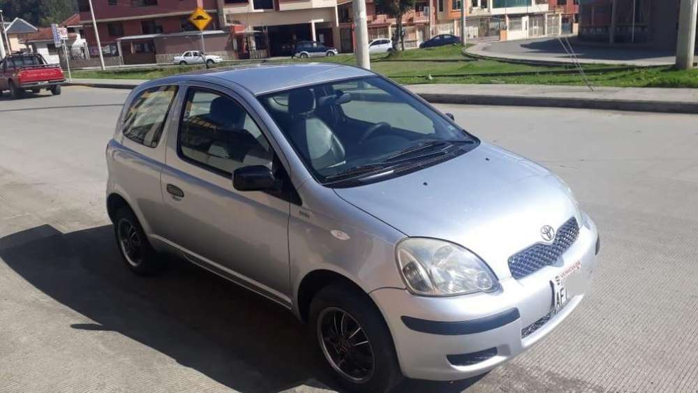 Toyota Yaris 2006 - 220000 km
