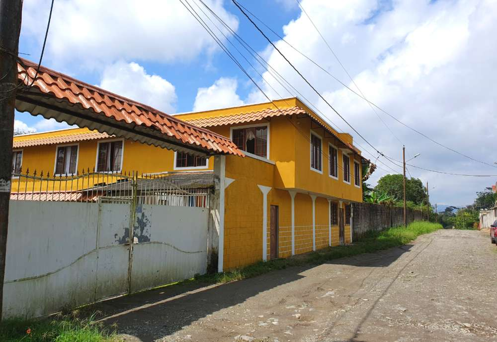 Se vende Casa Rentera / Residencia Universitaria cerca a la Universidad UTE con 37 habitaciones