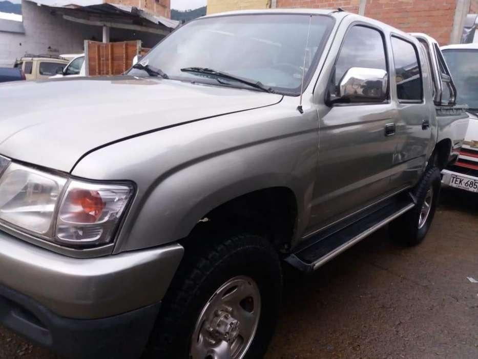 Toyota Hilux 2005 - 211000 km