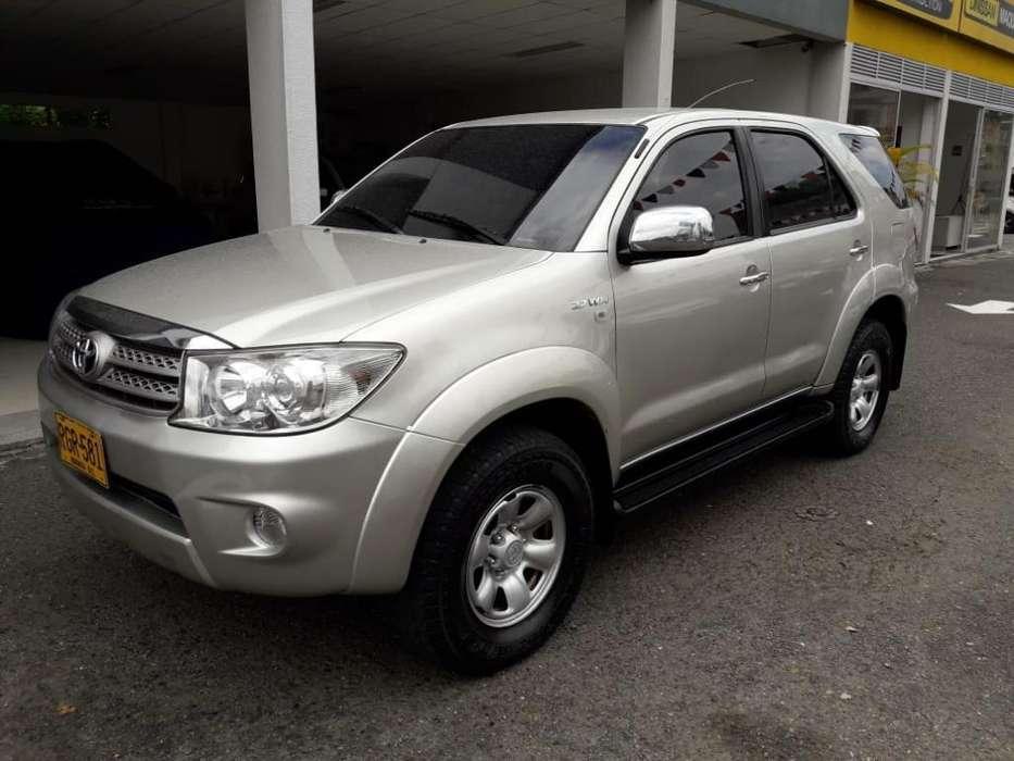Toyota Fortuner 2011 - 102400 km