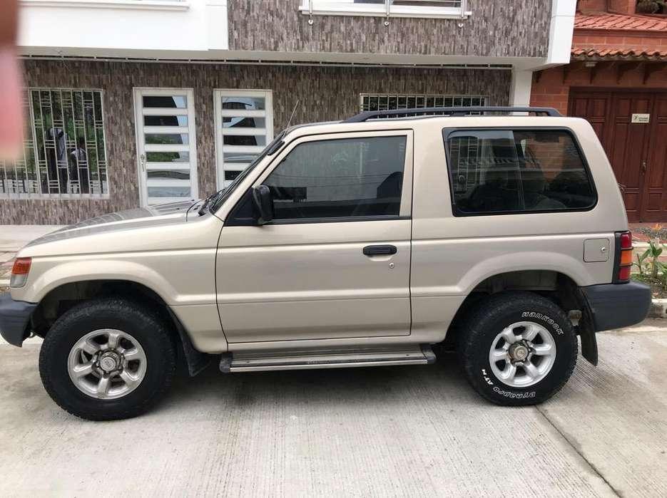 Mitsubishi Montero 2010 - 145000 km