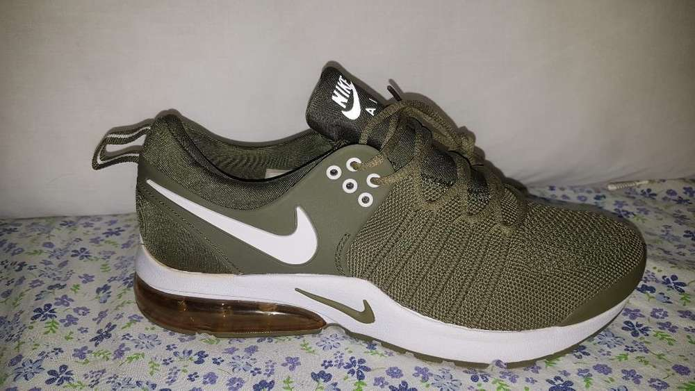 Nike Air Talla 8 Y Medio
