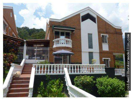 240149VB Venta casa Country Palmas -poblado - wasi_1444614