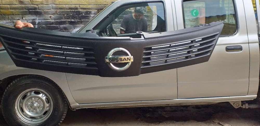 Vendo Mascarilla de Nissan Tilda 2014