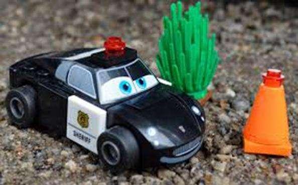 Cars Auto Policia Mini Figura Lego Rayo Mcqueen Carrera Regalo