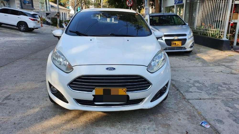 Ford Fiesta  2014 - 40000 km