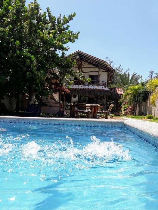 Villa con piscina, al pie del mar y de la vía Playas Posorja y produce buena renta turística