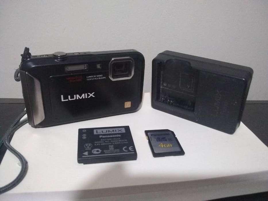 Cámara Sumergible Lumix