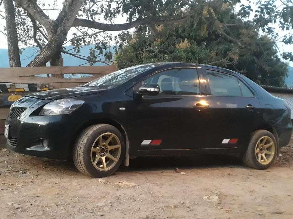 Toyota Yaris 2012 - 1 km