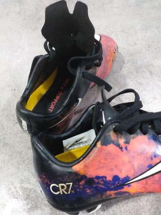 Botines Adidas y Nike