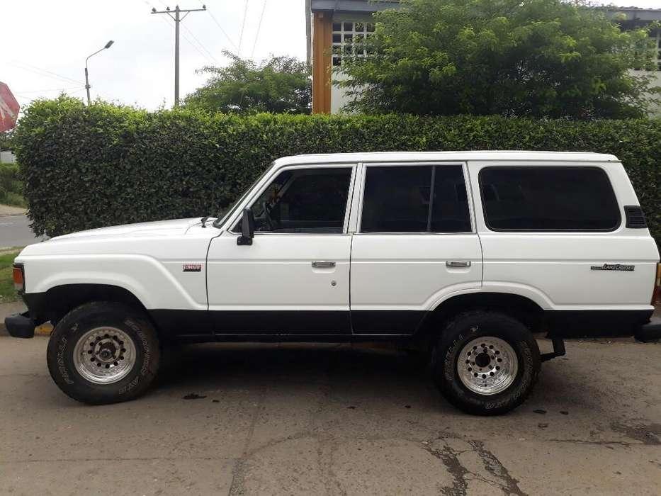 Toyota Land Cruiser 1986 - 180000 km